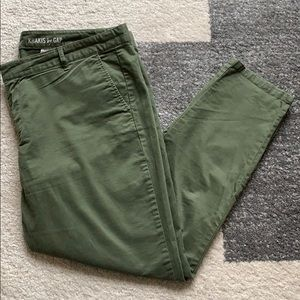 Gap- Olive Green Khakis in great condition
